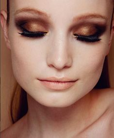Golden smokey eye with black! Simple and beautiful eye makeup, super easy to try for a night out
