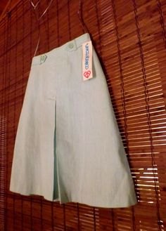 Vintage 80s Knee length A line skirt By: College Town Mint green heatherd poly cotton blend Button tab flat waist Center kick pleat Hidden Back zip Excellent deadstock vintage condition Tagged a size 7/8 Fits like a modern size small Measured flat: across waist 12 across hips 17 length 23 1/2