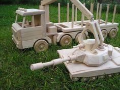 Lesní nákladní vozidlo - tahač dřeva Tatra a americký tank. Dřevěná hračka pro děti, česká výroba. 2662,- Kč