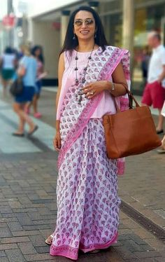 37 ideas sewing patterns tops yards for 2019 Cotton Saree Blouse Designs, Fancy Blouse Designs, Kurta Designs, Blouse Patterns, Sewing Patterns, Saree Wearing Styles, Saree Styles, Saris, Modern Saree
