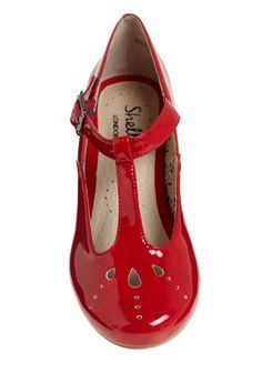 best shoes ever . Modcloth red T-bar faux patent leather shoes Red Flats, Red Shoes, Dress Up Shoes, T Strap Flats, Girls Dress Up, Candy Apple Red, Blue Maxi, Indie Outfits, Patent Leather