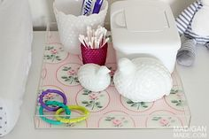 How to personalize your own acrylic tray (an easy and pretty storage idea for a nursery, office, or kitchen)