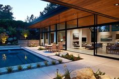 A Modern Glass House With a Mid-Century Inspiration by Klopf Architecture - Mid Century Home