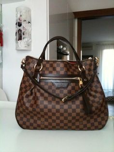 Absolutely loved this Louis Vuitton Handbag. Very appropriate for any season as long as you pair it right. What I love about it: you can dress it either way, up or down <3
