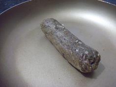 Linguiça tipo chouriço vegano. Receita em http://brazilnut-nyc.blogspot.com.br/2010/08/linguicas-de-seitan-tipo-chourico.html
