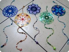 Recycle Reuse Renew Mother Earth Projects: How to make a recycled cd flower mandala saved by Elizabeth Crafts With Cds, Old Cd Crafts, Crafts To Make, Crafts For Kids, Arts And Crafts, Diy Crafts, Recycled Cds, Recycled Crafts, Diy Projects To Try