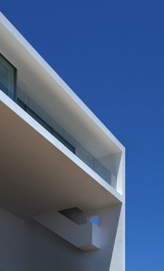 Image 47 of 47 from gallery of House on the Cliff / Fran Silvestre Arquitectos. Photograph by Fran Silvestre Arquitectos Creative Architecture, Contemporary Architecture, Amazing Architecture, Art And Architecture, Architecture Details, Minimalist House Design, Minimalist Home, Modern House Design, Cliff House