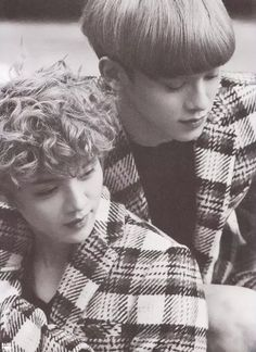 Luhan and Chen Die Jungs Chanyeol Baekhyun, Exo Kai, Cool Instagram Pictures, Cool Pictures, Exo Facts, Exo Couple, K Pop Boy Band, Xiu Min, Korean Boy Bands