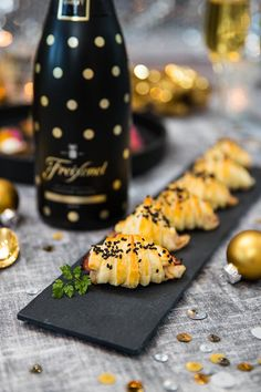 40 Trendy Party Snacks Appetizers New Years Eve Party Drinks Alcohol, Party Food And Drinks, Drinks Alcohol Recipes, Party Snacks, Party Appetizers, New Years Eve Food, New Years Eve Dinner, Side Recipes, Food For Thought