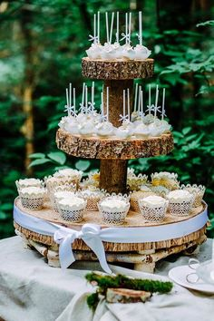 Foto: Helena PhotoArt delicious and pops to the wedding. Marriage Reception, Wedding Vows, Rustic Wedding, Wedding Day, Cake Pops, Naked Cakes, Wedding Cakes With Cupcakes, Cupcake Cakes, Good Marriage