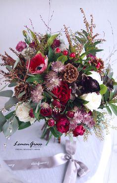 All Flowers, Fresh Flowers, Red Wedding, Wedding Flowers, Flower Bouquets, Iris, Christmas Wreaths, Floral Wreath, Wedding Inspiration