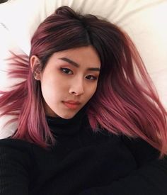 75 for you to be inspired and have beautiful hair color Bl Hair styles color aesthetic Hair Color Purple, Cool Hair Color, Green Hair, Dark Pink Hair, Pink Hair Colors, Short Hair Colour, Bright Pink Hair, Short Purple Hair, Short Dyed Hair