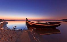 The boat and the ghost - Lagoa de Albufeira - Portugal