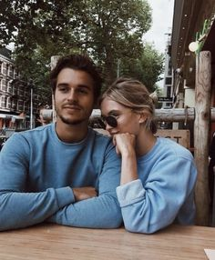 snap a photo - couples pose Photo Couple, Love Couple, Cute Relationships, Relationship Goals, Romantic Couples, Cute Couples, Couple Goals Cuddling, Boyfriend Goals, Photo Tips