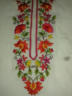 Embroidery Suits Punjabi, Embroidery On Kurtis, Shirt Embroidery, Embroidery Fashion, Border Embroidery Designs, Kurti Embroidery Design, Machine Embroidery Designs, Embroidery Patterns, Hand Painted Dress