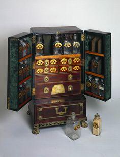 Medicine chest, c 1800.