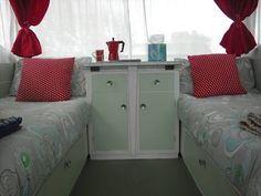 Betty la Bach single beds