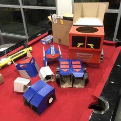 Transformable Optimus Prime wearable costume for kids (Digital DIY blueprints) Transformer Costume, Transformer Birthday, Cardboard Costume, Cardboard Crafts, Costume Optimus Prime, Pac Man Costume, Diy For Kids, Crafts For Kids, Power Rangers