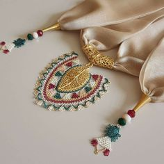 This Pin was discovered by Ayş Embroidery On Clothes, Hand Embroidery, Handmade Necklaces, Handmade Jewelry, Point Lace, Scarf Jewelry, Needle Lace, Lace Making, Beading Projects