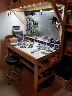Mark Rober Copycat Bench - Used For Misc Electronics Projects - Workbenches Garage Workshop Organization, Diy Garage Storage, Workshop Storage, Home Workshop, Workbench Organization, Garage Workbench Plans, Diy Workbench, Garage Tools, Garage Shop