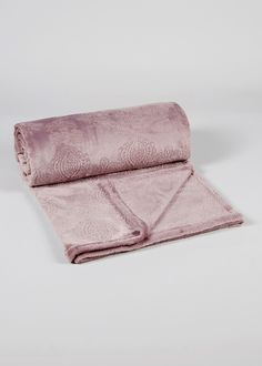 Embossed Fleece Throw (200cm x 180cm)