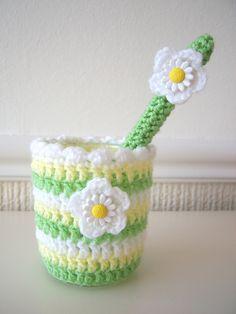 Daisy Jar Cover & Pencil Topper Crochet Pencil Case, Crochet Case, Crochet Diagram, Love Crochet, Crochet Gifts, Crochet Flowers, Knit Crochet, Crochet Designs, Crochet Patterns