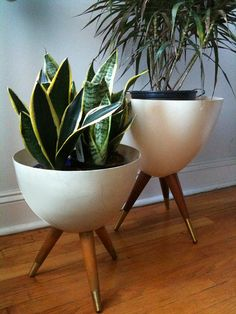 Bullet Planters: these are full-sized but just pinned a tutorial on how to do in miniature! Bullet Planters: these are fu Mid Century Decor, Mid Century House, Mid Century Furniture, Mid Century Modern Mirror, Mid Century Legs, Mid Century Modern Rugs, Mid Century Bar, Mid Century Living Room, Sweet Home