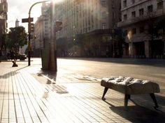 BANCO BUENOS AIRES. Una pieza de diseño premiada que se suma al espacio público porteño.
