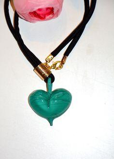 Perle de Murano verte en collier de soie noire : Collier par maloka