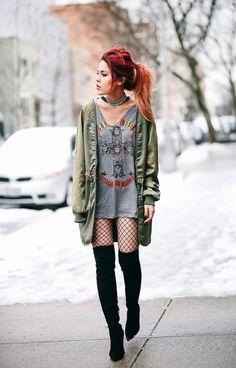 Look com meia calça arrastão, várias inspirações de como usar looks de combinação de meia arrastão com short, calça jeans destroyed, saia, legging, sapato, tênis, salto, bota, coturno