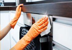 Ο καθαρισμός του φούρνου μας, ακούγεται σαν μια διαδικασία τόσο συναρπαστική, όσο είναι και η επιστροφή των παιδιών στο σχολείο μετά τις διακοπές. Είναι όμως μια από εκείνες τις δουλειές, που όσο τις αναβάλεις τόσο