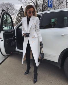 Here you can find 12 Classy Winter Outfit Ideas for Women. Classy and Fashion Outfit Inspiration. Elegantes Business Outfit, Elegantes Outfit, Winter Fashion Outfits, Look Fashion, Classy Fashion, Fashion Women, Women's Fashion, Fashion Today, Fashion Clothes
