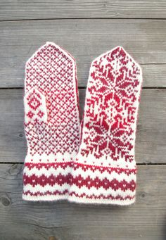 Wool Mittens - Red and White Gloves - Christmas Gloves with a Stars Ornament - Traditional Nordic Gloves - Gift - Winter Fashion nO 45.