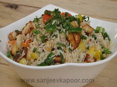 how to make Paneer Pepper Rice -Paneer and colourful peppers tossed with rice and five spice powder to make this yummy rice. Savoury Rice Recipe, Fried Rice Recipe Indian, Paneer Recipes, Indian Food Recipes, Ethnic Recipes, Crab Recipes, Recipies, Vegetable Pulao Recipe, Vegetable Dishes