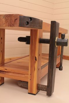2011 Workbench Of The Month - Wood Vise Screw and Wooden Vise for Leg Vise, Wagon Vise, Shoulder Vise, Twin Screw Vise, Tail Vise and Face Vise for Wood Workben. Small Woodworking Projects, Woodworking Bench Vise, Woodworking Shop Layout, Woodworking Supplies, Wood Projects, Woodworking Plans, Sketchup Woodworking, Woodworking Basics, Woodworking Videos