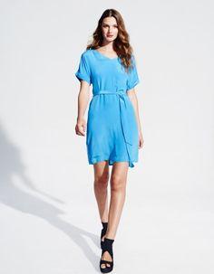 """""""Wrap around"""" Midi Kleid Diana besteht aus feinstem italienischem Stoff enthaltend Wolle und weist eine lange Vorderseite sowie eine kürzere Rückseite auf, sodass dieses Kleid perfekt sowohl im Businessalltag als auch in den Abenstunden getragen werden kann 30°C Feinwäsche"""