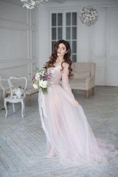 Утро невесты - всегда волнительно и романтично, даже если свадьба планируется веселой, то это утро неизменно дарит романтическое настроение каждой невесте.