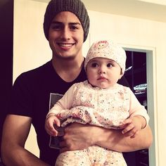 James Rodriguez with OUR daughter ;) qe lidos lo 2