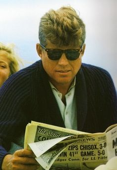 Preppy aesthetics, etiquette and effortless flair for the all-time style icon John Fitzgerald Kennedy John Kennedy, Caroline Kennedy, Charles Kennedy, Journal Photo, Divas, John Fitzgerald, Le Male, American Presidents, Greatest Presidents
