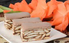 Bez pečení připravené oblíbené čokoládové řezy s lahodnou smetanovou polevou.