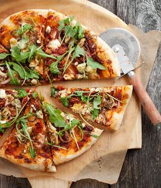 Veggie Pizza with Garlic, Goat Cheese, Tomato and Arugula