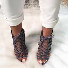 the latest c0592 67411 Denim is the perfect compliment to your casual looks🔥 Incorporate this  caged lace up onto