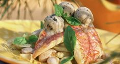 Filets de rouget sur lit de fenouil aux olives de NiceVoir la recette des Filets de rouget sur lit de fenouil aux olives de Nice >>