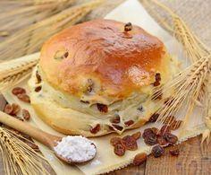 Perfetti per colazione o merenda, i panini dolci con uvetta sprigionano tutto il profumo e la soffice bontà dei dolci fatti in casa: provare per credere!