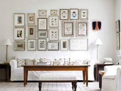 Bianco come protagonista - Abbinare il divano alle pareti per un soggiorno dallo stile classico.