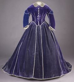 Mary Lincoln's purple dress.  Smithsonian American History Museum.  Believed to have been designed by Elizabeth Keckly, an African-American slave turned dressmaker for Mrs. Lincoln.  Fascinating story about Ms Keckly at the link to this dress.  This dress has 2 bodices, a daytime bodice, seen here, and an evening bodice seen in the next picture.