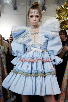 Viktor & Rolf at Couture Spring 2020 - Backstage Runway Photos Weird Fashion, Fashion Art, Editorial Fashion, High Fashion, Fashion Show, Fashion Looks, Fashion Outfits, Fashion Design, Swag Fashion