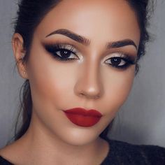 Pin by julissa C on Make up Red Lips Makeup Look, Smokey Eye Makeup, Makeup Looks, Makeup For Red Dress, Red Lipstick Makeup, Smoky Eye Red Lips, Gold Eye Makeup, Wedding Hair And Makeup, Bridal Makeup