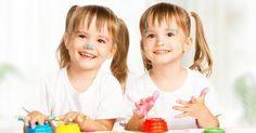 Favoriser l'autonomie des jumeaux. Après avoir grandi dans le même ventre et avoir eu droit aux mêmes soins, vers 2 ans, les jumeaux sortent de leur phase fusionnelle. Comment favoriser leur autonomie et leur épanouissement?