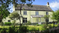 B Cornwall Bed and Breakfast on Devon border, near Launceston and Callington. Ideal for Tamar Valley, Bodmin Moor, Dartmoor and both coasts. Comfortable, characterful and peaceful, with an emphasis on good food. Evening meals available most nights. Licensed. Dogs welcome.